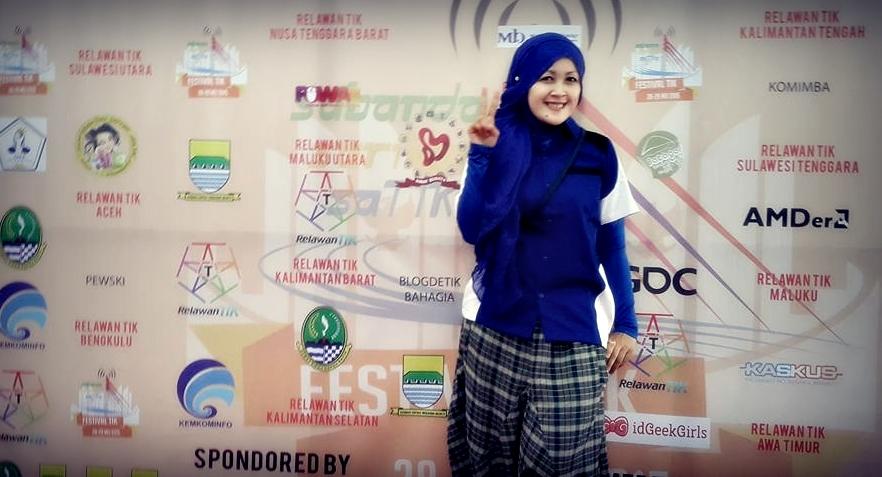Nchie hanie | emak blogger | blogger bandung | relawan TIK Bandung | gaya hijab |dewaseo