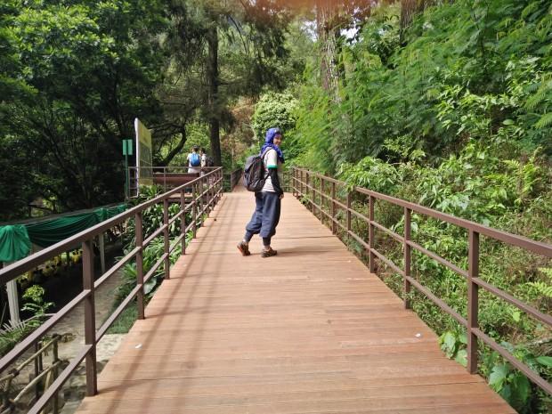 Sky Bidge Tapak Halimun | Maribaya Natural Hot Spring Resort Lembang