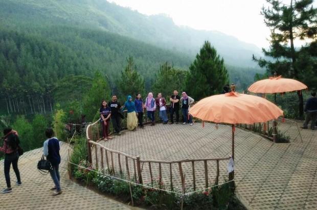 The Lodge Maribaya Lembang | Tempat camping di Maribaya| Tempat wisata di lembang | nchiehanie | sky tree
