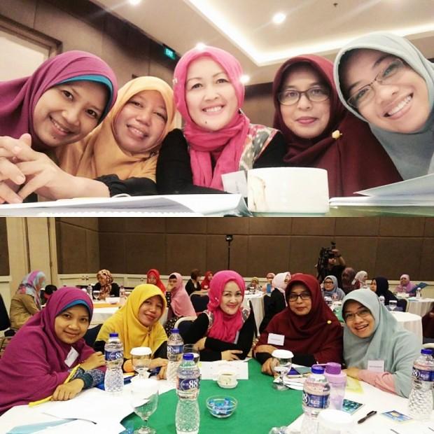 Public Speaker for Business Woman | Indari Mastuti |Atalia Kamil | Ibu2 Doyan Bisnis | Emak2 Pintar | Blogger Bandung
