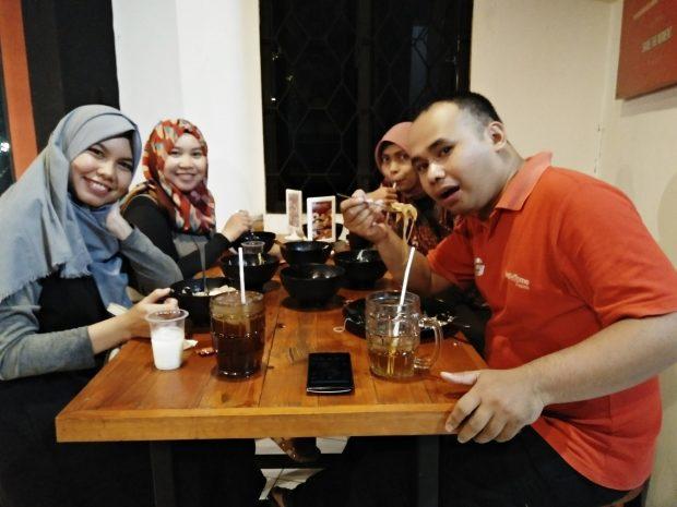 Mie Merapi | Promo Ramadhan | Paket Jomblo | Pake Berjamaah | Nchie Hanie | Blogger BDG