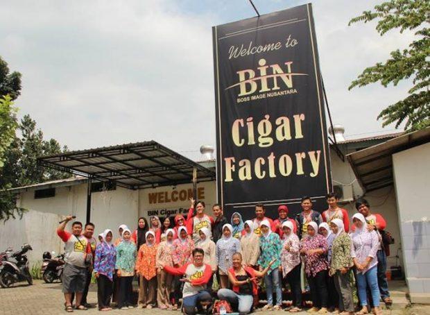 Nchie Hanie | Sibening Dewaseo | Blogger BDG | Blogger Jember Sueger Camp | Destinasi Wisata Jember | BIN Cigar Cerutu
