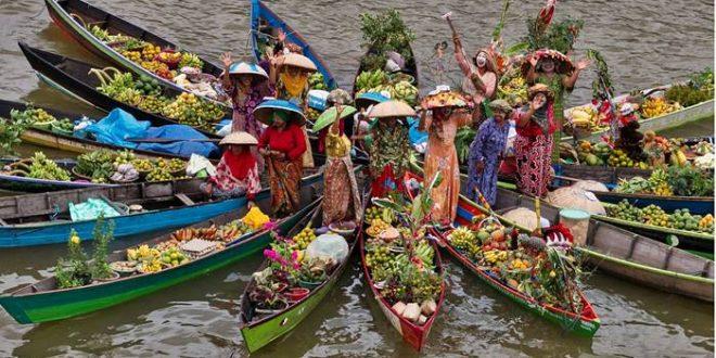 pesona festival pasar terapung