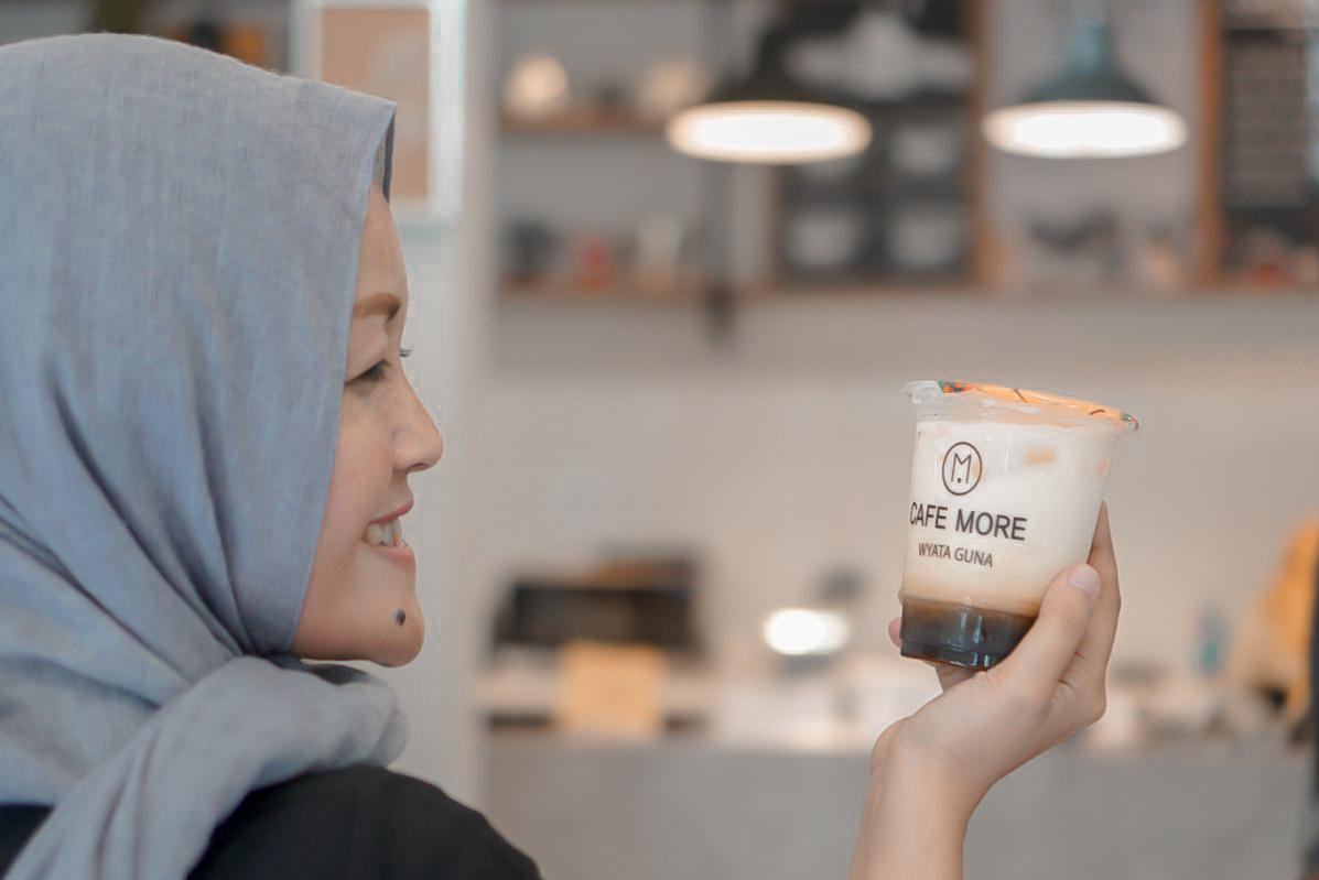 Cafe More | Wyata Guna | Barista Disabilitas Netra | Nchiehanie | Tempat Ngopi di Bandung
